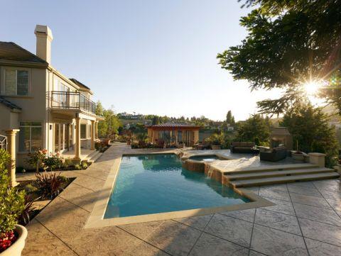 蓝色泳池美式风格装修设计图片