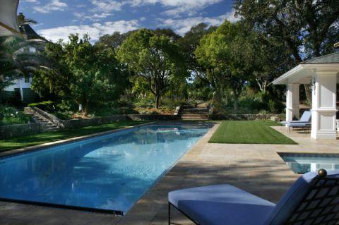 蓝色泳池简欧风格装潢效果图