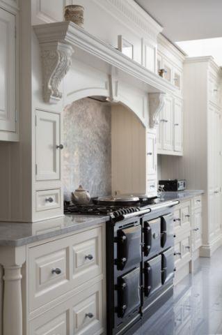 厨房白色橱柜简欧风格装修效果图