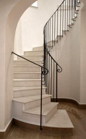 白色楼梯简欧风格装饰图片