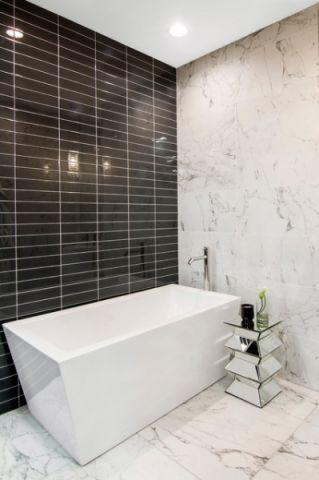 浴室白色浴缸简欧风格装修图片