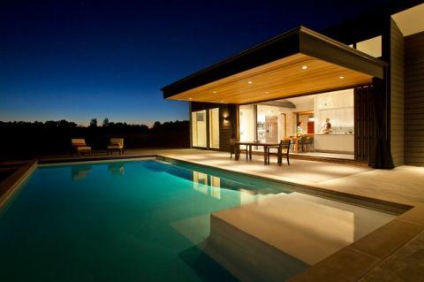 阳台蓝色泳池现代风格装潢效果图
