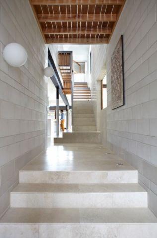 玄关楼梯现代风格装潢效果图