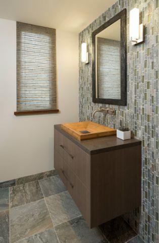卫生间白色背景墙现代风格装饰设计图片