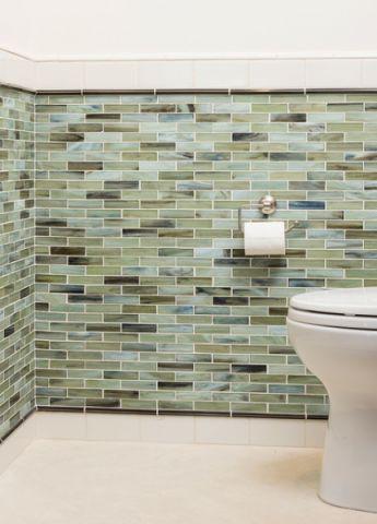 卫生间彩色背景墙现代风格装潢设计图片