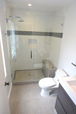 浴室绿色推拉门现代风格装修设计图片