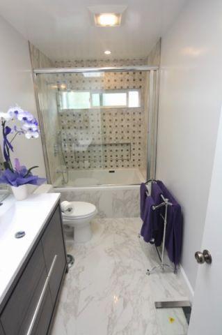 浴室绿色推拉门现代风格效果图
