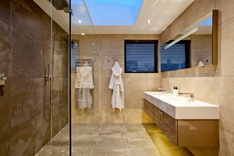 浴室走廊现代风格装潢效果图