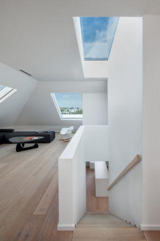 客厅楼梯现代风格装修图片