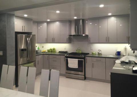 厨房白色吊顶现代风格装饰设计图片