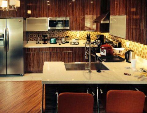 厨房彩色背景墙现代风格效果图