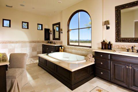 浴室白色浴缸地中海风格装潢图片