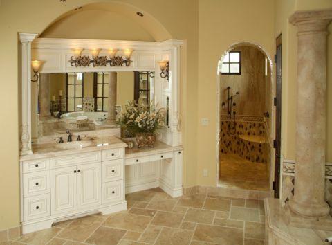 浴室黄色背景墙地中海风格装潢设计图片