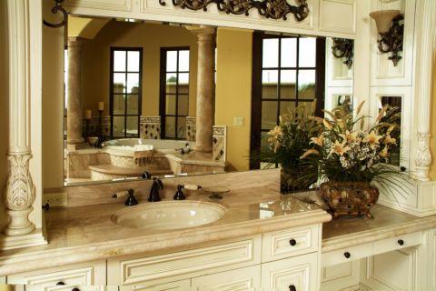 浴室米色洗漱台地中海风格装修效果图