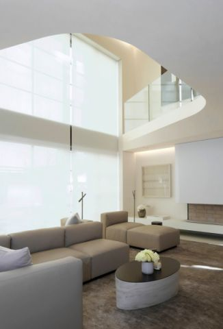 客厅白色窗帘现代风格装潢图片