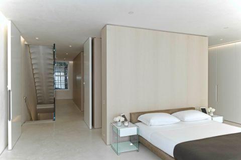 卧室白色走廊现代风格装修设计图片