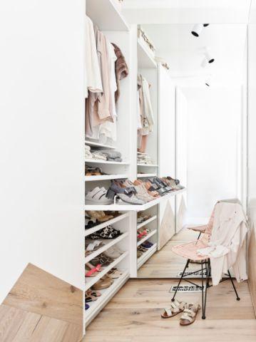 创意白色进门鞋柜实景图