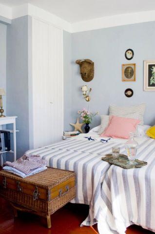 格调混搭蓝色背景墙装潢图片