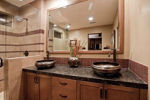 浴室黑色洗漱台设计方案