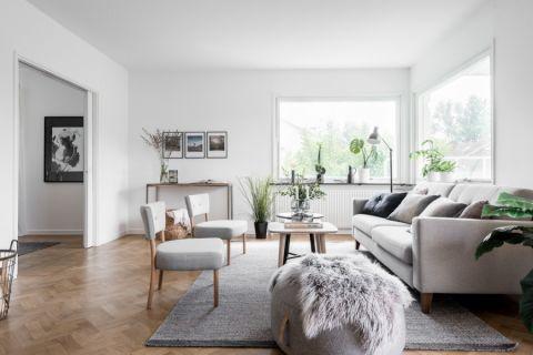 客厅白色沙发地毯实景图