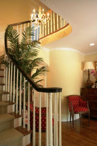 玄关白色楼梯装修实景图片