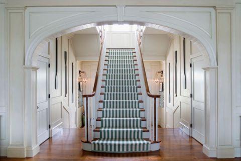干净玄关楼梯装潢效果图