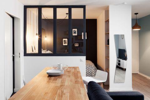 沉稳白色客厅设计图片