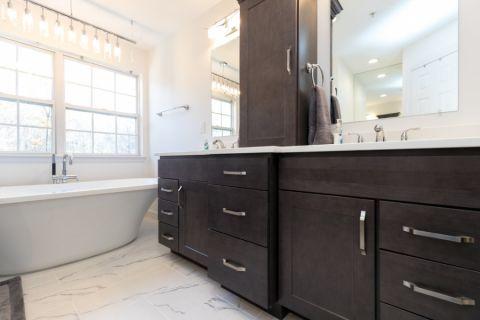 浴室现代风格效果图大全2017图片_土拨鼠完美奢华浴室现代风格装修设计效果图欣赏