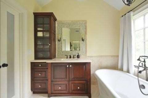 浴室白色浴缸室内装修图片