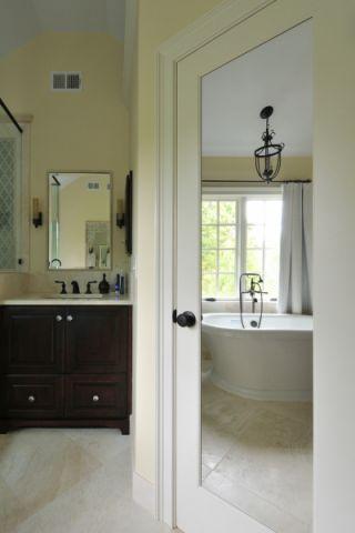 清爽白色浴室装潢设计图片