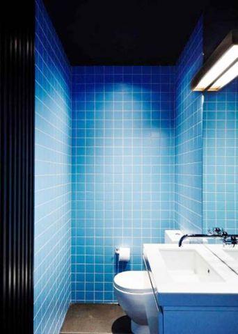 卫生间背景墙蓝色地中海实景图