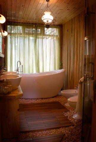 浴室白色浴缸装修