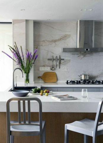 清新素丽白色吧台设计方案