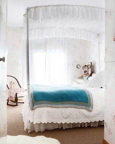 奢华韩式白色床装潢图片