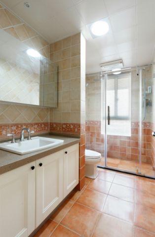 庄重田园白色浴室柜装修图