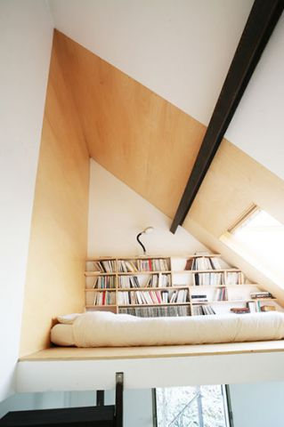 低调优雅起居室装潢实景图