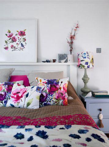 自然卧室床头柜装潢设计图片