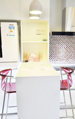 现代卫生间背景墙装饰图