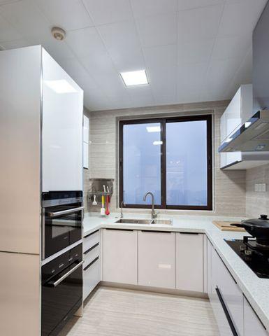 卧室白色衣柜装修设计图片