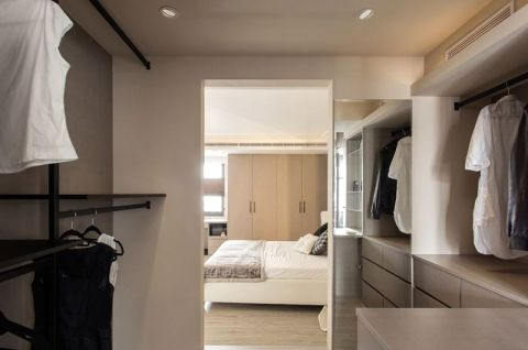 自然白色衣帽间室内装饰