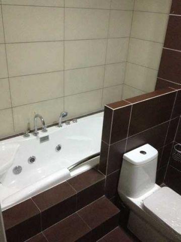 古朴浴缸装潢实景图