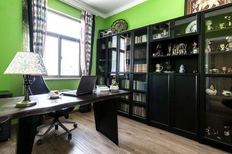 书房黑色书桌室内装修设计