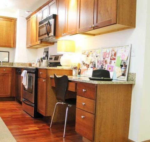 现代厨房实木橱柜装修案例