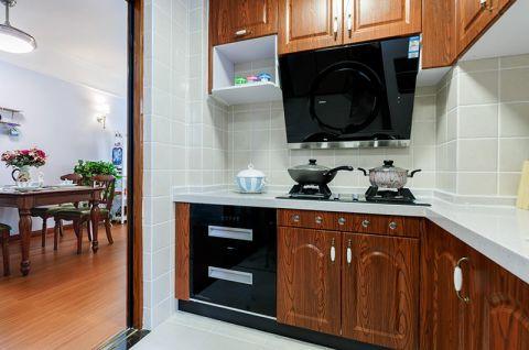 低调优雅厨房实木橱柜装潢设计图片