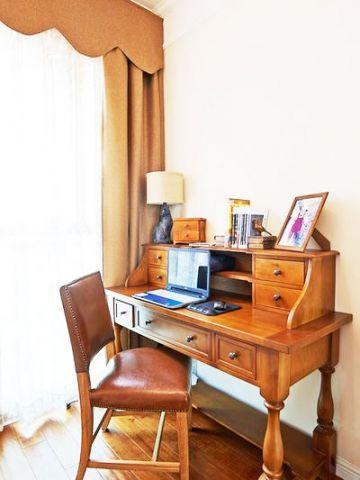 温馨原木色书桌家装设计