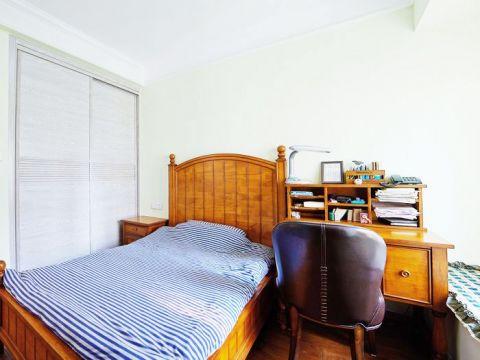 干净卧室平板床装潢实景图片