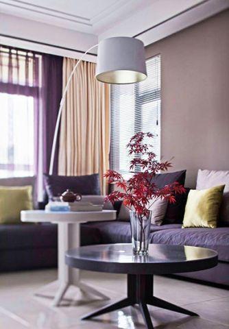 现代简约客厅沙发角几装潢实景图