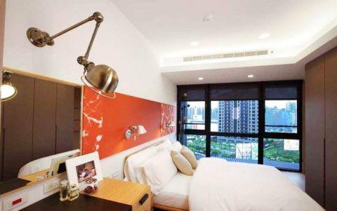高贵风雅白色卧室床头壁灯装修方案