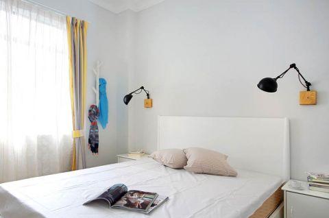 卧室床头壁灯白色床装修方案