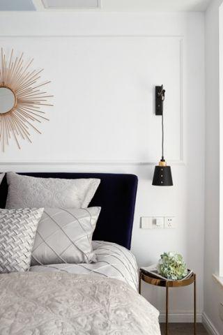 简洁白色卧室床头壁灯设计图片